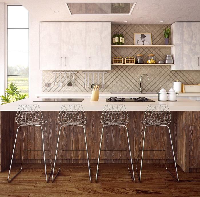 Malé kuchyně s jídelním stolem